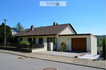 Einfamilienhaus mit Einliegerwohnung und Garage in Weikersheim, 97990 Weikersheim, Einfamilienhaus
