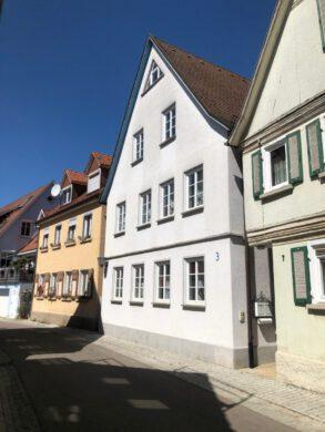 Gepflegte 4-Zimmer Wohnung mit Balkon und Einbauküche, 97990 Weikersheim, Etagenwohnung